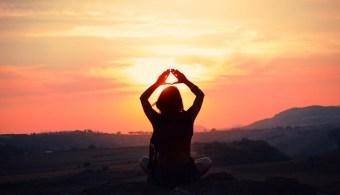 emma janetzki yoga sunset