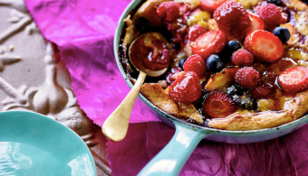 Oven-baked Peach and Berry pancake