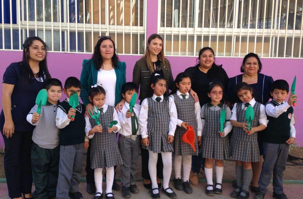 Programa de eficiencia hídrica y revitalización: Niños lideran reforestación en Escuela Estación Baquedano G-130