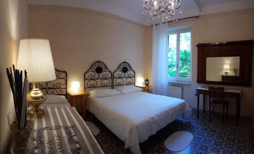 casa-del-priore-sestri-mare-vacanze-breakfast-bed-2
