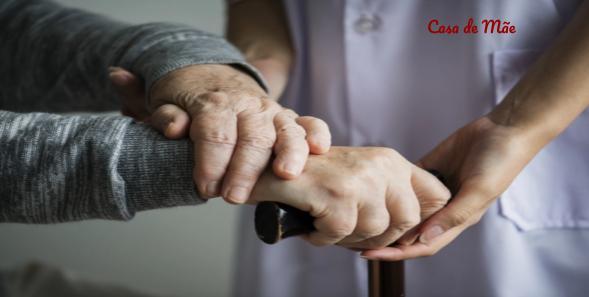 Cuidar de idoso pode se tornar carga pesada demais