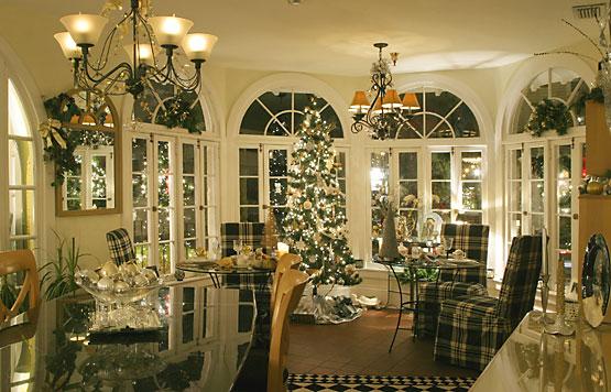 Christmas lights inside Casa de Suenos