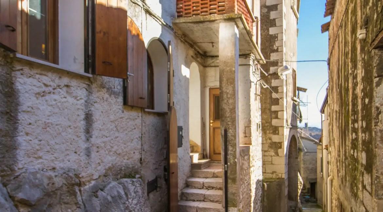 Case centro storico Baia e Latina