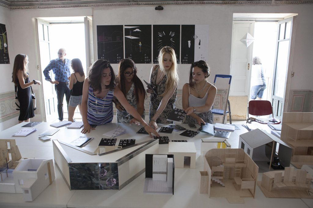 I corsi di formazione professionale presenti in questo portale si pongono come principale obiettivo la formazione di nuovi interior designer motivati e. Vuoi Diventare Interior Designer Ecco I Corsi Migliori Casafacile