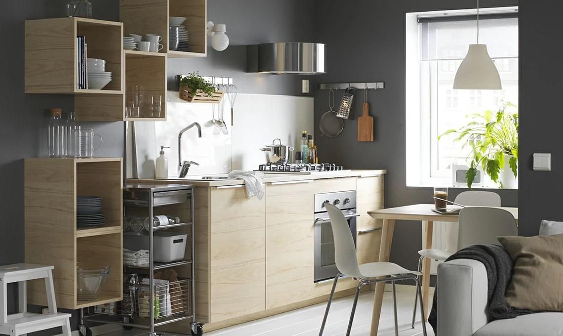 Nell'ultimo decennio, l'azienda svedese ikea si è imposta come uno dei principali leader per quanto riguarda la produzione e la vendita di mobili e articoli per l'arredamento della casa. Mensole O Pensili In Cucina I Fattori Da Valutare Prima Di Scegliere Casafacile