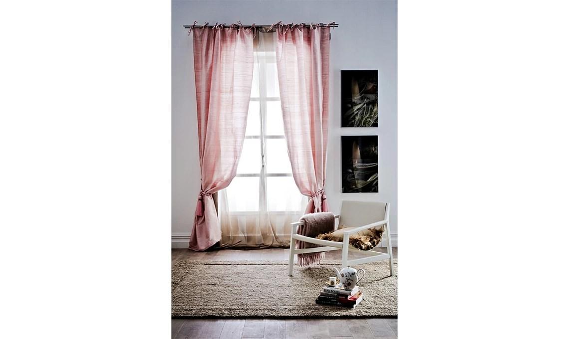 Vi aiuteremo a capire come arredare un soggiorno piccolo e moderno, grande oppure classico. Tende Eleganti Per Soggiorno 24 Idee Chic Casafacile