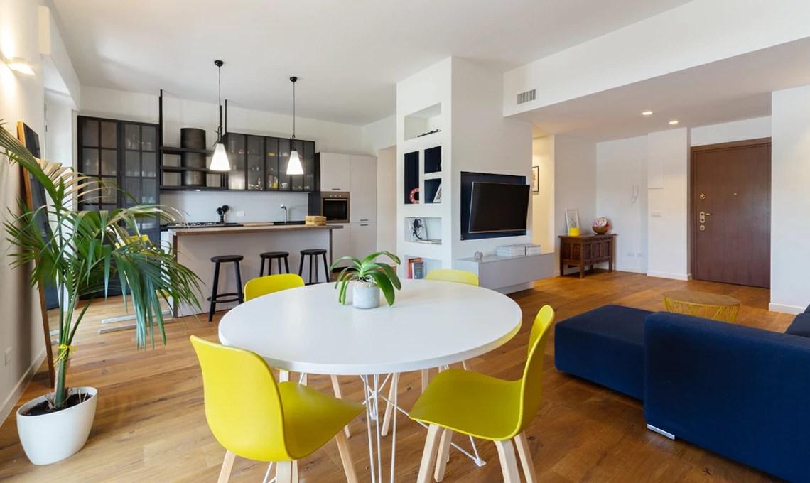 Lo stesso vale per soffitti e pavimenti: Una Colonna Multifunzione In Cartongesso Per Dividere Cucina E Soggiorno Casafacile