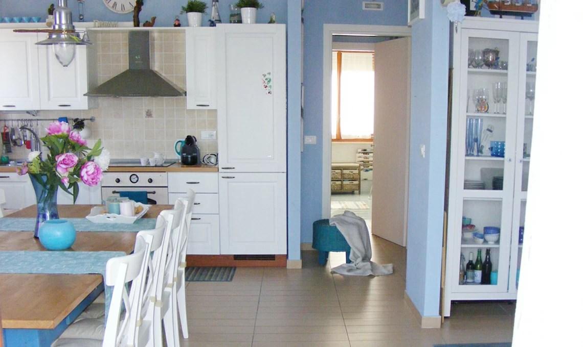 Spesso la scelta di come verniciare le pareti di casa dipende dal gusto. Una Casa Al Mare Arredata In Stile Shabby Casafacile