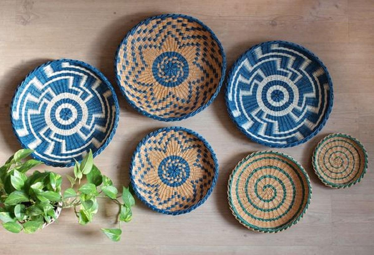 Porta posate piatti da tavola sottopiatti fruttiere vassoi da portata. Piatti Di Design Da Appendere Quali Scegliere E Come Fare Casa Magazine
