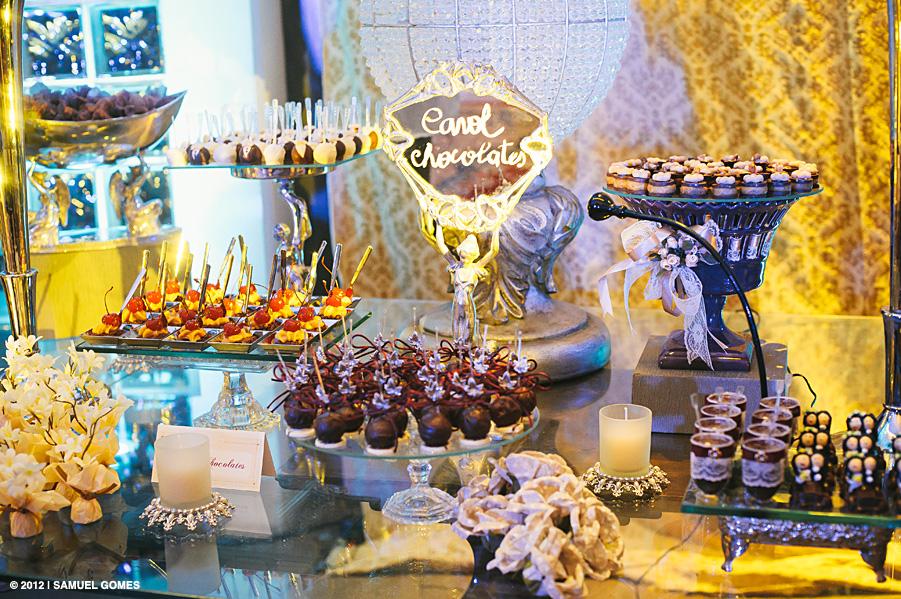Mesa de chocolates da Carol Chocolates no 2º Aniversário do Casamento 2.0. Foto: Samuel Gomes.