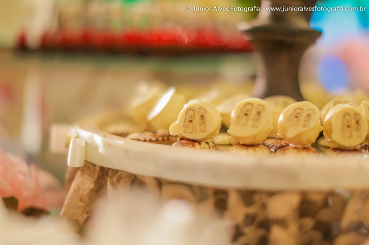 Mesa de chocolates: Carol Chocolates. Decoração: Rosalvo Ponte. Iluminação: New Light. Foto: Júnior Alves.