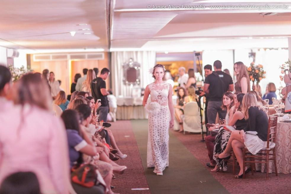 Noiva vestida de Karla Lourenço e Mulher Cheirosa. Foto: Júnior Alves.