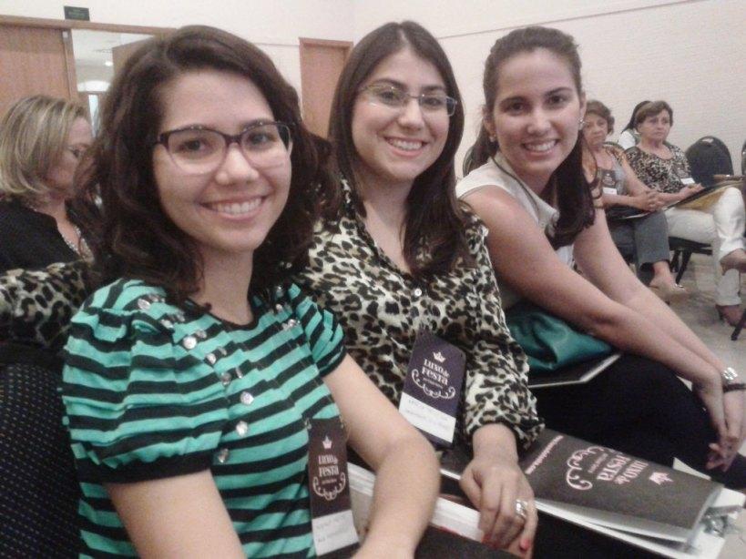 Blogueira Natália Teixeira ao lado da colunista do blog, Munique Freitas e Camila Oliveira, do Pétalas Inesperadas.