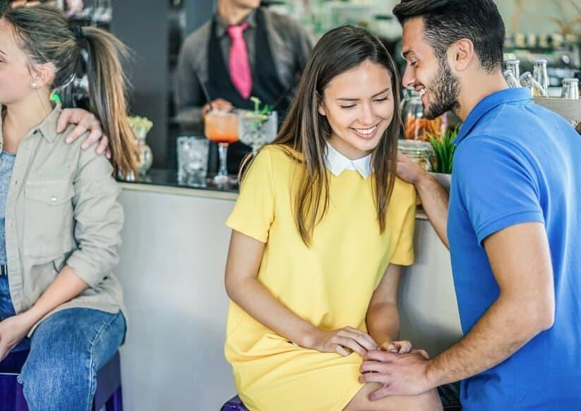 Mit einer Frau flirten Küssen im richtigen moment