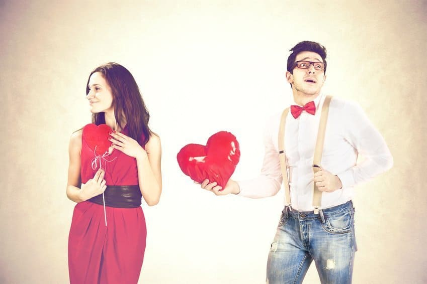 Was ist echte liebe Mann überreicht Herz Frau