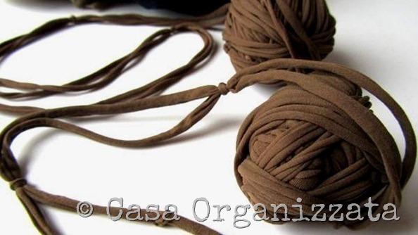 Riutilizzare i collant rotti per creare filati da lavorare a maglia e uncinetto