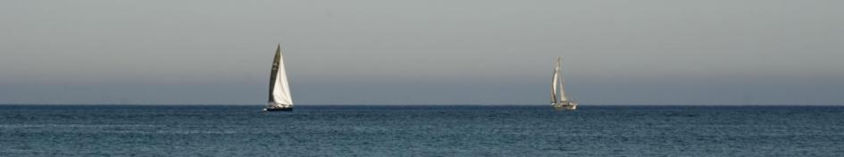 Veleros en playa Los Genoveses