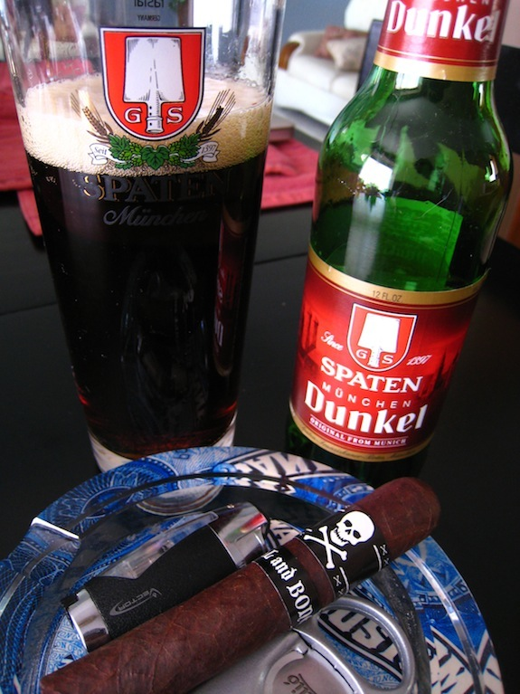 Viaje Skull and Bones with Spaten Dunkel