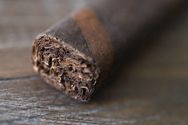 black-label-trading-co-araposa-negra-fox-cigar-exclusive-5