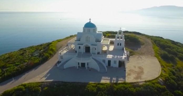 Η πανέμορφη εκκλησία του Προφήτη Ηλία στο Λαύριο σε ένα εντυπωσιακό εναέριο βίντεο