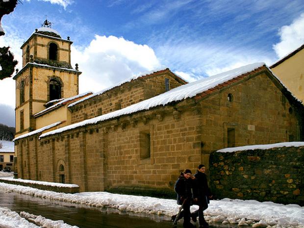 Iglesia casa rural La Carrozal Asturias Teverga