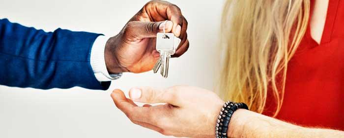 entrega llaves casas pisos turísticos airbnb
