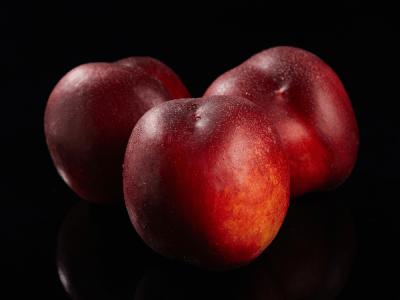Nectarina roja