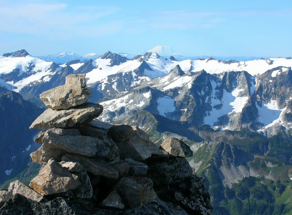 Dakobed Range with Mount Rainier in the background from the summit of Fortress Mountain