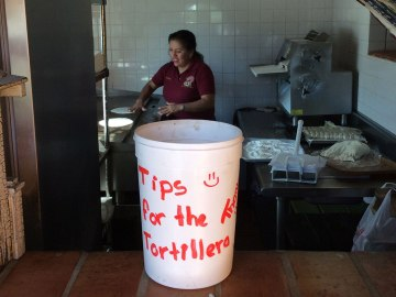 Las tortilleras hard at work.