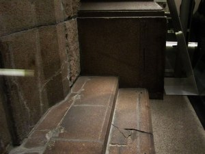 A person sitting on the steps of Sumitomo Bank waiting for it to open was exposed to the flash from the atomic bomb explosion. Receiving the rays directly, the victim must have died on the spot from massive burns. The surface of the surrounding stone steps turned whitish from the intense heat rays. The place where the person was sitting became dark like a shadow.