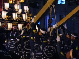 Large wooden pillars are used to raise the float while it's rotated during the nonoji-mawashi performance.