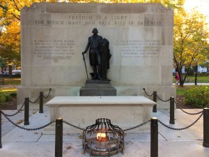 The beautiful Washington Park is home to the Tomb of the Unknown Revolutionary War Soldier memorial. Completed in 1957, a bronze statue of George Washington overlooks the remains of either a Colonial or British soldier.