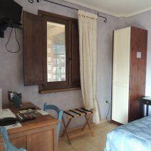 camere-classiche-lambroun-finestra