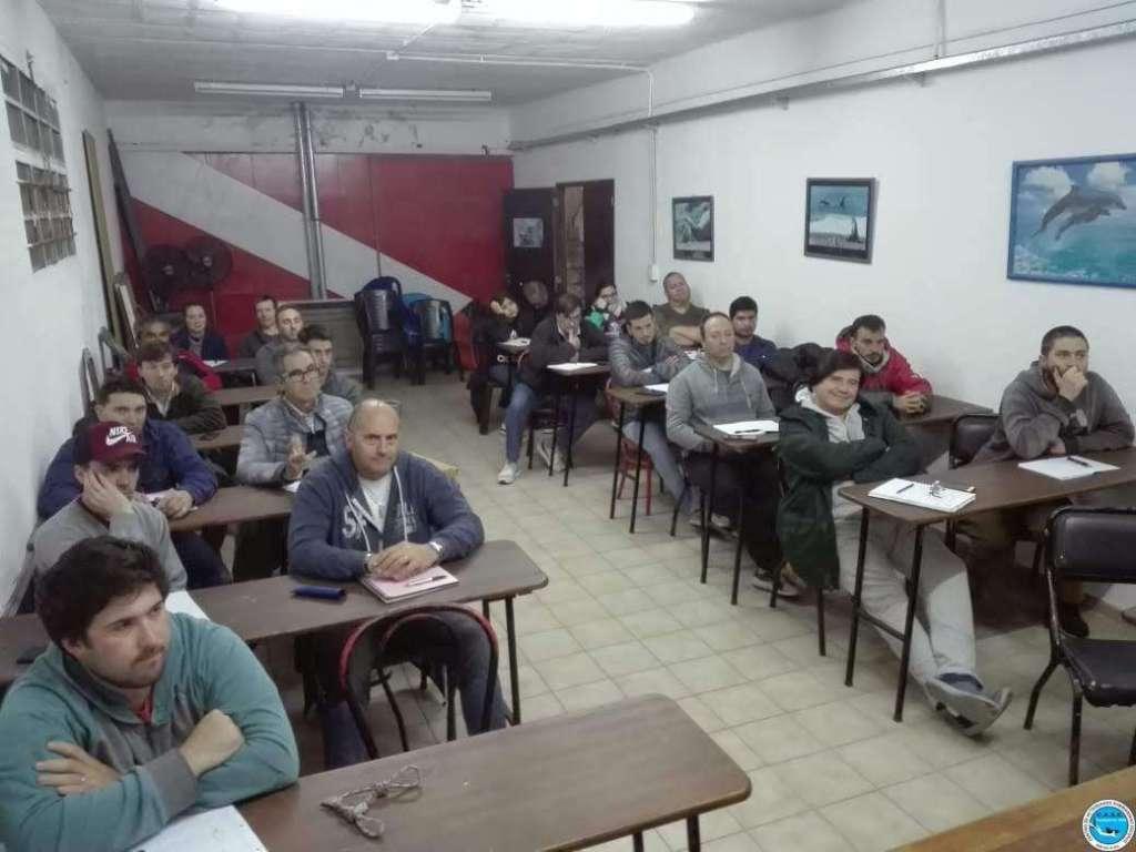 Multitudinario curso de Timonel de Yate Motor 6
