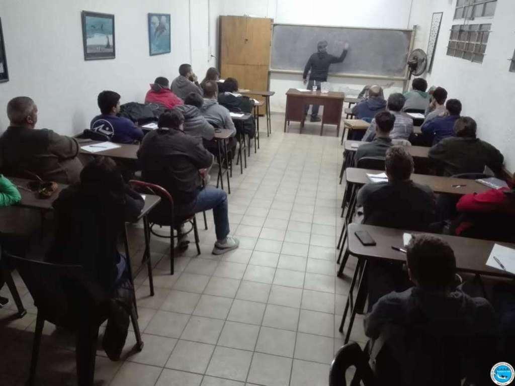 Multitudinario curso de Timonel de Yate Motor 7