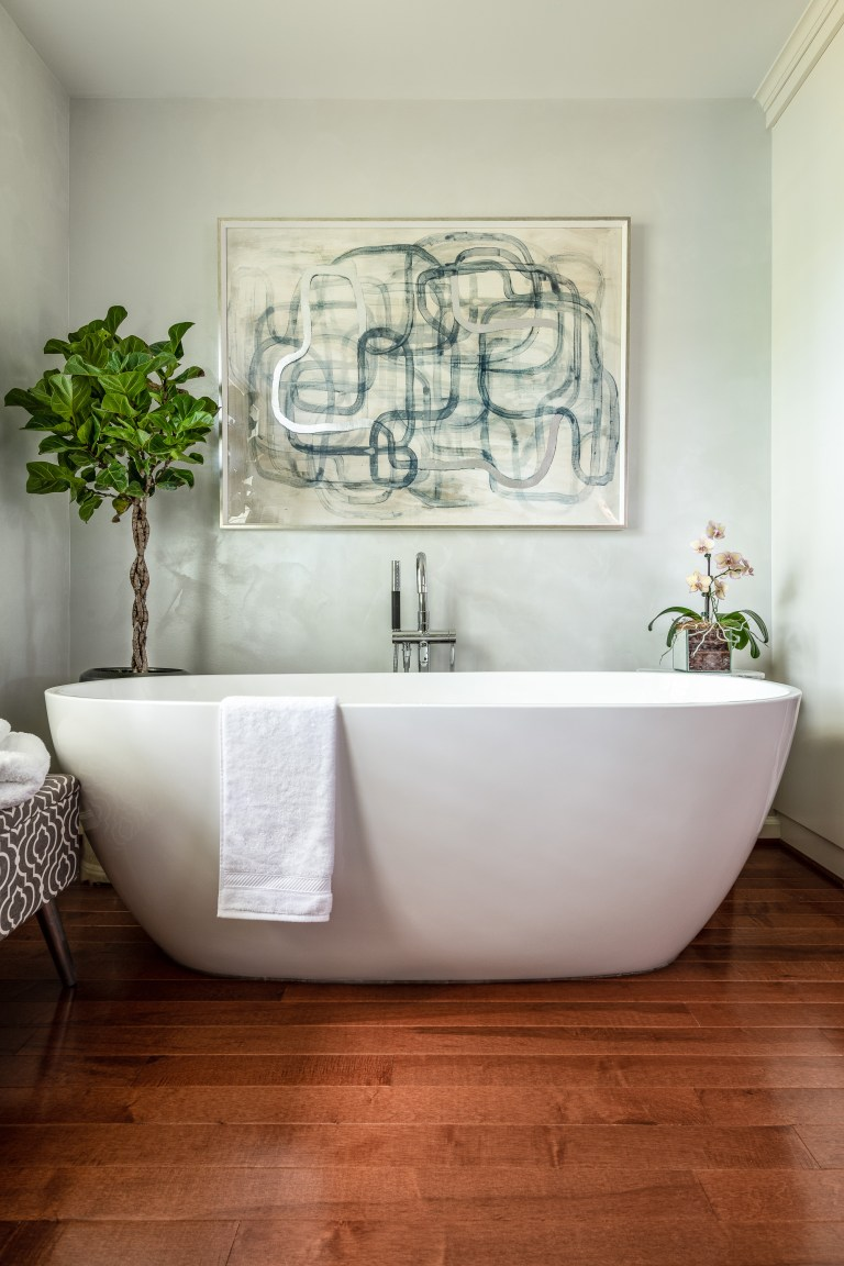 white transitional oval freestanding comfortable soaking tub