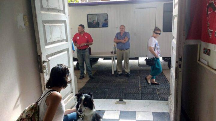 En el móvil externo se vacunaron 27 gatas y 25 gatos, y en el interior de la Peña se vacunaron 318 perras, y 246 perros, haciendo un total de 616 animales.