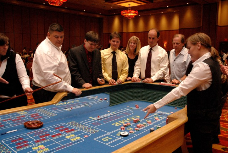 How Many People Run A Craps Table