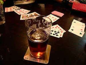 As fun as it is, alcohol will affect your ability to make rational gambling decisions. (Image: www.dareupyourparty.com)