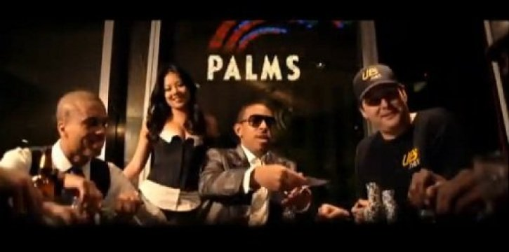 "Hellmuth and Ludcaris playing poker in the music video of ""Sex Room"""