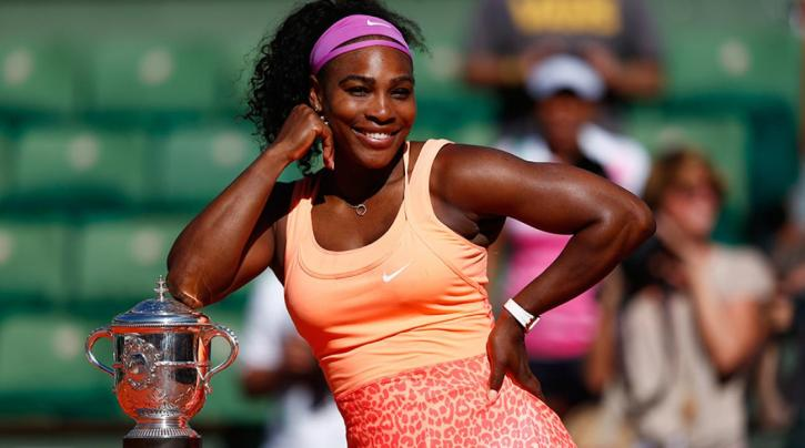 Serena Williams posing with her French Open trophy from 2015