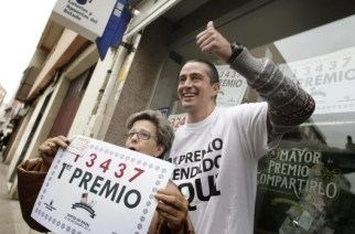 Spanish lottery winners celebrating (Image: Antena3.com)