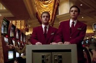 Cash handling in a casino. (Image: neatorama.com)