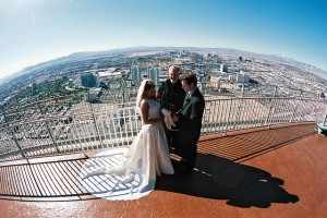 A Couple getting married in Las Vegas. (Image: LittleVegasWedding.com)