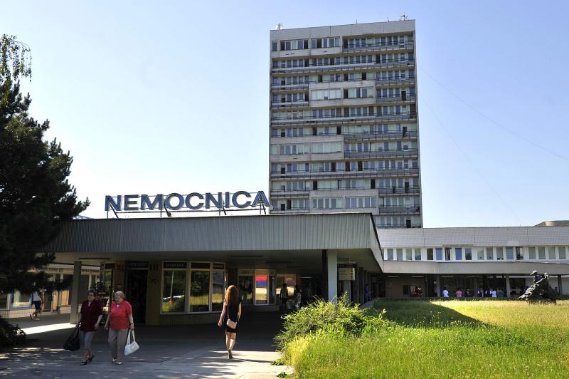 Univerzitná nemocnica Bratislava pozastaví plánované hospitalizácie a operácie