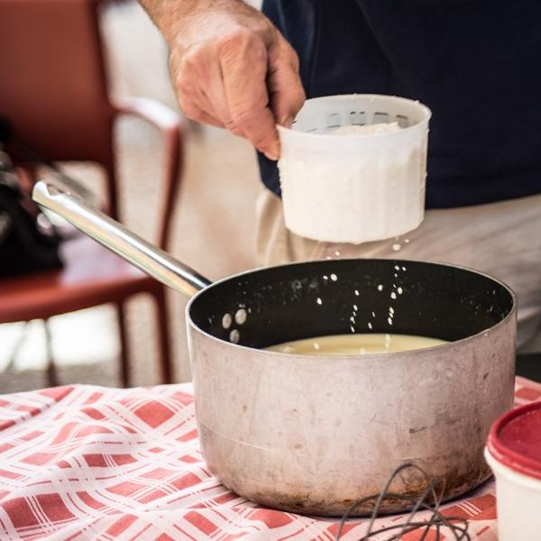 Casorelle Dimostrazione produzione formaggio