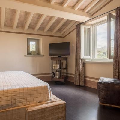 Il bed and breakfast vi farà riposare e rilassare in camere in stile toscano, con vista sulle nostre colline