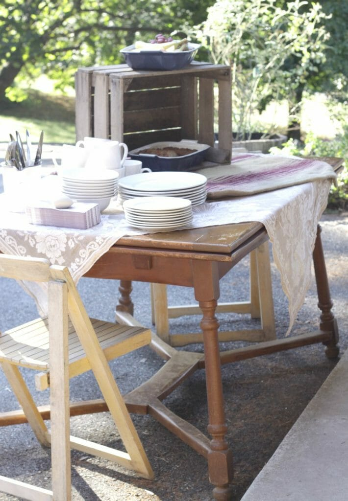 boho-outdoor-brunch-setting