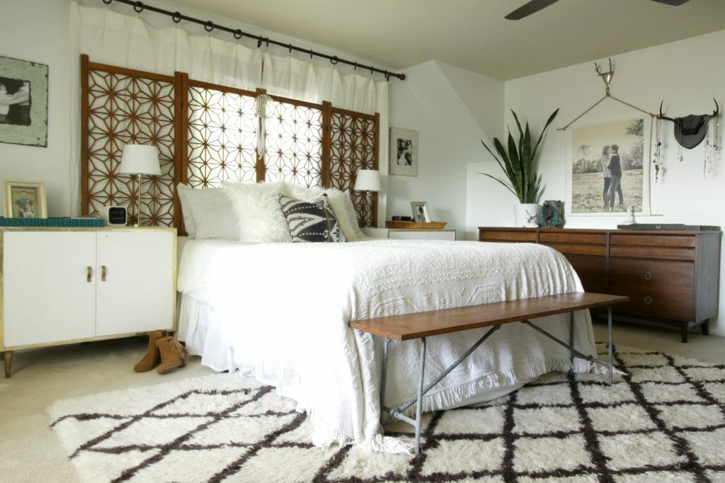 gorgeous-eclectic-white-bedroom