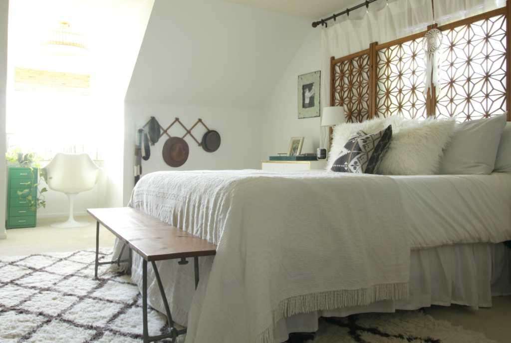 modern-bohemian-neutral-eclectic-bedroom
